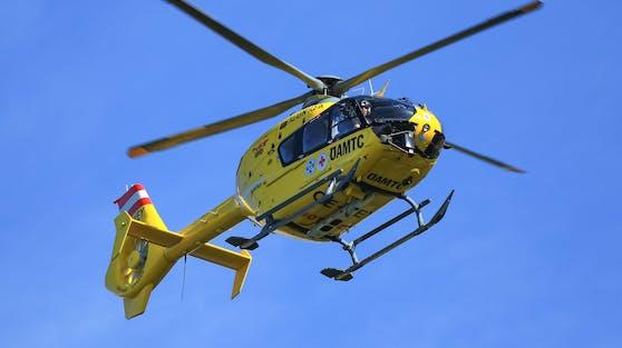 Der elf Wochen alte Sohn wurde mit einem Rettungshubschrauber ins nächste Krankenhaus geflogen (Symbolbild).