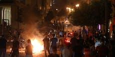 Wütende Bürger bewerfen Polizei in Beirut mit Steinen