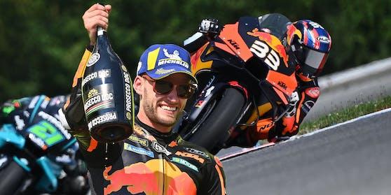 Brad Binder jubelt über den KTM-Sieg.