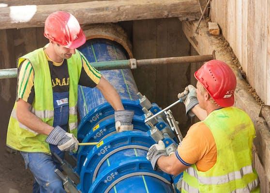 Seit rund 100 Jahren leiten die Wasserrohre der Wiener Hauptwasserleitung das kostbare Nass in die Stadt. Nun werden die Rohre etappenweise erneuert.