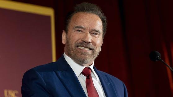 Arnold Schwarzenegger beweist an Thanksgiving einmal mehr sein großes Herz und spendet 500 Truthähne für Bedürftige.