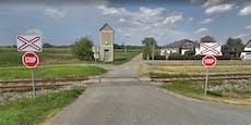 Autolenkerin von Zug mitgeschleift und getötet
