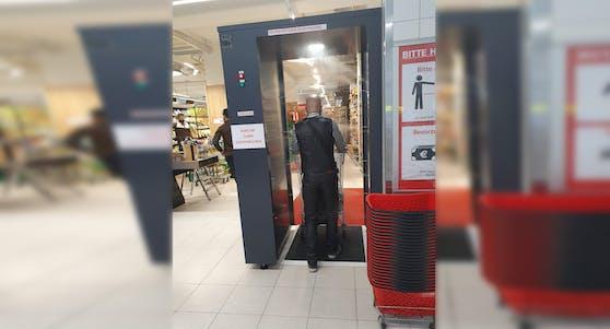 Neuheit im Supermarkt: Die Anti-Corona-Dusche