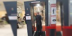 Desinfektions-Dusche für Kunden in Wiener Supermarkt