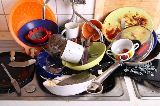Wir haben Menschen, die Abwaschen hassen wie die Pest, gefragt, wie sie diese Hausarbeit effizienter hinter sich bringen – oder zumindest ein bisschen weniger schlimm finden.