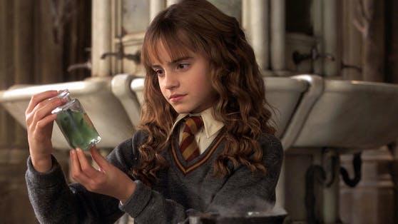 """Als belesene Zauberschülerin Hermine wurde Schauspielerin Emma Watsonmit den """"Harry Potter""""-Filmen berühmt. Der Wissensdurst ihrer Filmfigur begleitete die Darstellerin auch im wahren Leben und führte zu einer erfolgreichen Laufbahn an zwei Elite-Universitäten."""