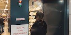 Desinfektionsdusche besprüht Spar-Kunden mit 8 Düsen