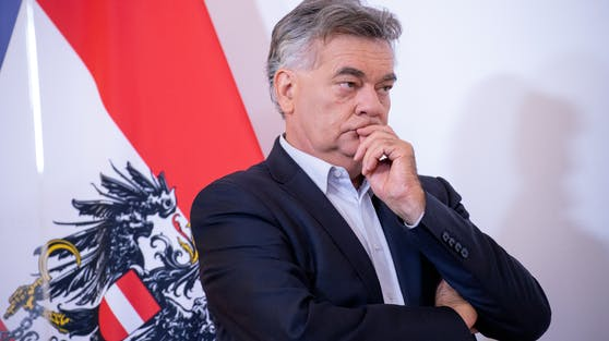 Vizekanzler Werner Kogler will eine Erhöhung des Arbeitslosengeldes um 150 Euro pro Monat für die Dauer der Corona-Krise.