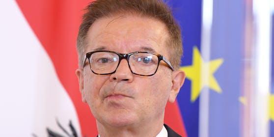 """Gesundheitsminister Rudolf Anschober appelliert an die Österreicher: """"Verringern Sie bitte ab sofort Ihre Kontakte!"""""""