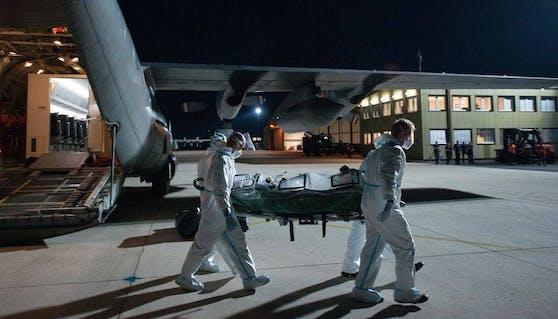 Die beiden Soldaten wurden nach Linz geflogen.