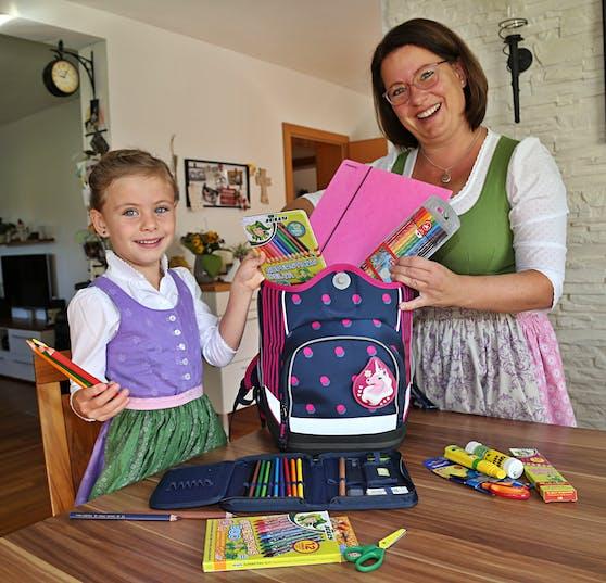 Magdalena und ihre Mama Margit  sind schon bereit für den Schulstart.