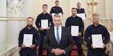 Diese Polizisten stoppten Macheten-Mann beim Parlament