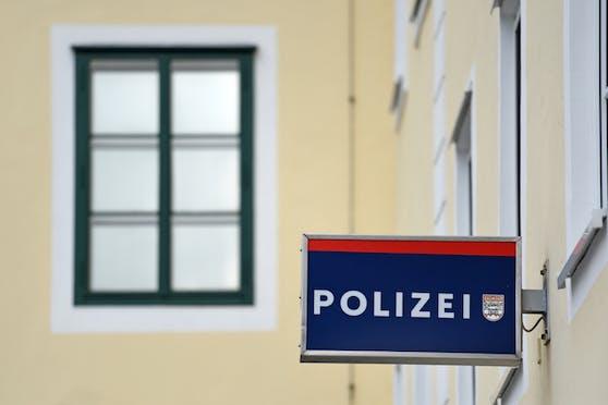 Zwei Jugendliche fuhren betrunken zur Polizeidienststelle in Gmunden, brachten Diebesgut zurück.
