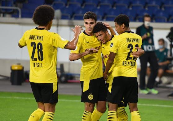 Die Dortmund-Spieler jubeln über den Auftaktsieg im DFB-Pokal