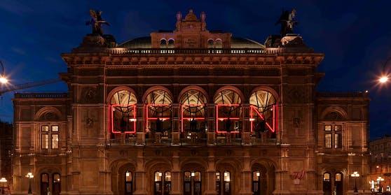 """""""Offen"""" – auf der Fassade der Wiener Staatsoper zu lesen. Doch droht jetzt, nur knapp zwei Wochen später, eine erneute Schließung?"""