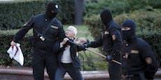 Jetzt bekommt es Lukaschenko mit Prügel-Omas zu tun