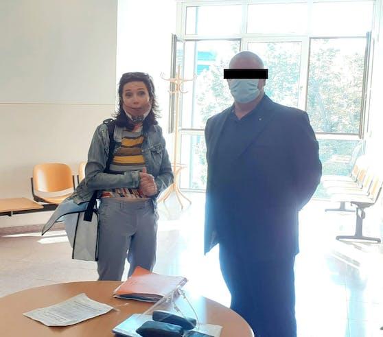 Anwältin Astrid Wagner mit ehemaligem Postenkommandanten