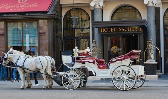 Mehr Wien geht nicht: Ein Fiaker vor dem Hotel Sacher in Wien.