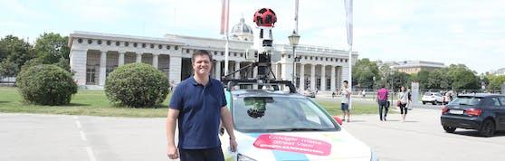 Fasching-Kapfenberger mit einem Google-Kameraauto in Wien