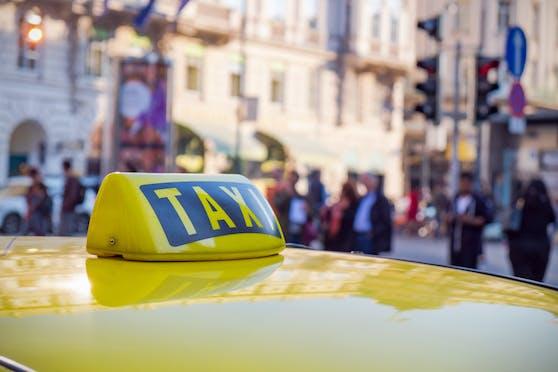Der Taxilenker (81) erlitt durch den Vorfall einen Schock. Symbolbild.