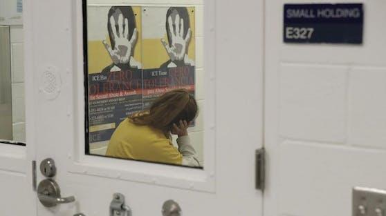Eine ehemalige Mitarbeiterin des Irwin County Detention Center im US-Bundesstaat Georgia erhebt schwere Vorwürfe gegen das Internierungslager für Migranten (im Bild: eine Frau in einem Lager in Tacoma, Washington).