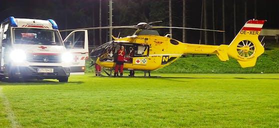 Der Notarztheli flog den Verletzten ins Spital.