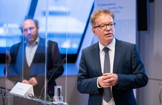 """Simulationsexperten Niki Popper und Gesundheitsminister Rudolf Anschober (Grüne) am Donnerstag, 28. Mai 2020, während der PK """"Corona-Maßnahmen-Evaluierung: Auf den richtigen Zeitpunkt kommt es an!"""" in Wien."""
