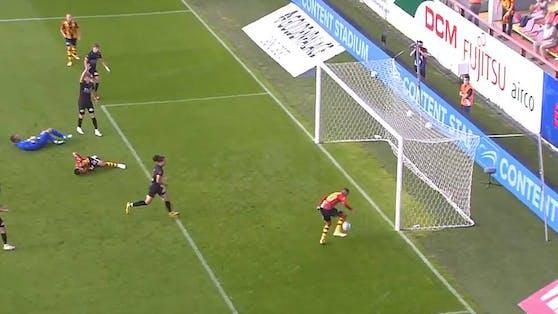 Aster Vranckx schießt den Ball nicht ins Tor.