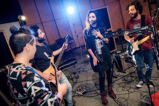"""Conchita und die Band """"Basalt"""" im Jahr 2017"""