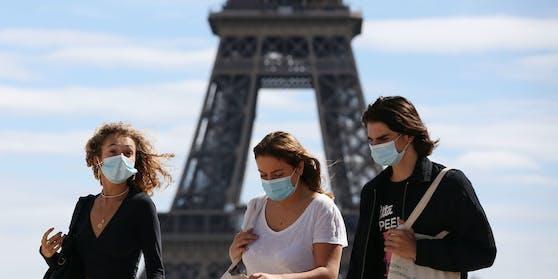 Wegen der weiter steigenden Corona-Infektionszahlen wird in Paris die höchste Warnstufe verhängt.