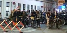 Fußgänger-Demo ohne Abstand und Masken in Wien