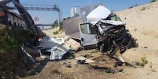 Fahrer raste mit 120km/h gegen Leitplanke und überlebt