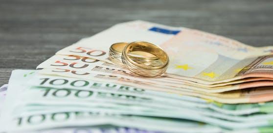 Pro Vermittlung verlangten die Tatverdächtigen im Schnitt 10.000 Euro.