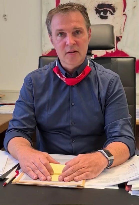 SP-Bürgermeister Andreas Babler berichtet in einem Facebook-Stream über die Coronasituation in Traiskirchen.