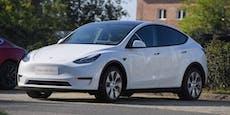 Fahrerloser Tesla crasht in Baum – 2 Tote