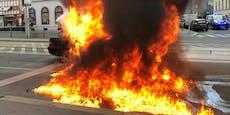 Großeinsatz: Mercedes stand am Rennweg in Vollbrand