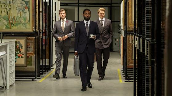 """In """"Tenet"""" versuchen zwei Agenten (John David Washington, Robert Pattinson) die Welt vor dem Untergang zu retten."""