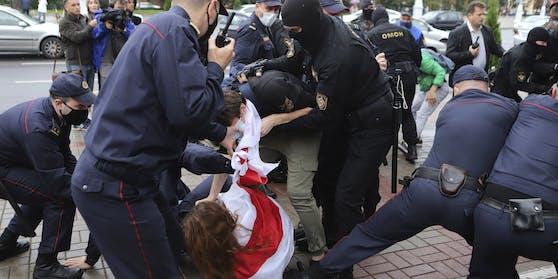 Szenen einer Festnahme in Belarus