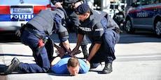 Fremder sieht Festnahme und prügelt auf Polizisten ein