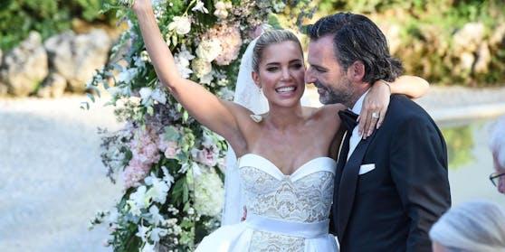 Am Samstag hat TV-Moderatorin Sylvie Meis (42) den Künstler Niclas Castello (42) geheiratet.