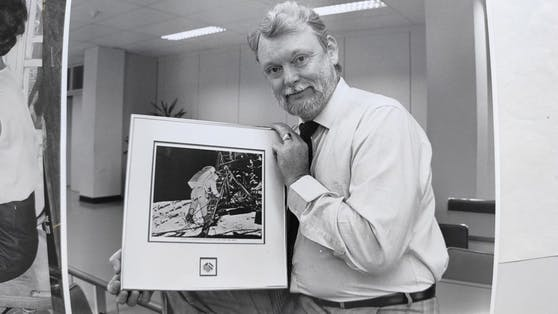 P. erhielt ein signiertes Bild von Neil Armstrong.