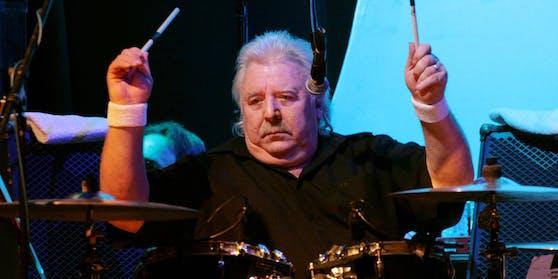 Lee Kerslake bei einem Auftritt mit Uriah Heep in Berlin