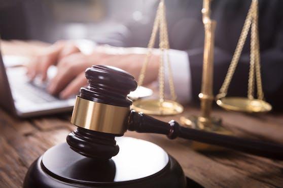 Das Gericht befand den Kärntner (40) für schuldig. Symbolbild.