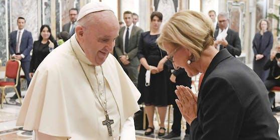 Ein Bild geht um die Welt: Papst Franziskus und Johanna Mikl-Leitner