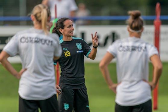 Irene Fuhrmann gibt ihr Debüt als ÖFB-Teamchefin.
