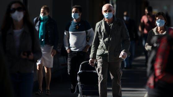 Trotz verschärfter Maßnahmen steigt die Zahl der Corona-Infizierten weiter an.