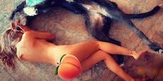 Heidi Klum kuschelt nackt mit ihrem Hund