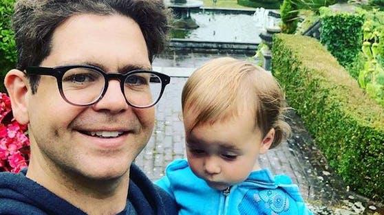 Jack Osbournes dreijährige Tochter Minnie hat sich mit dem Coronavirus angesteckt, weitere Familienmitglieder haben sich bislang nicht infiziert.
