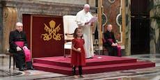 Mädchen aus Österreich bringt Papst zum Lachen