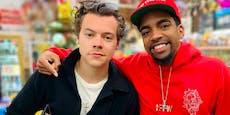 Fan trifft Harry Styles beim Shoppen, Video geht viral